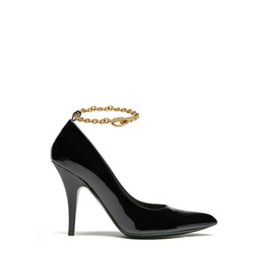 pointy-chain-pump-black-patent