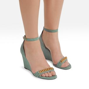 grace-chain-wedge-sandal-frozen-suede