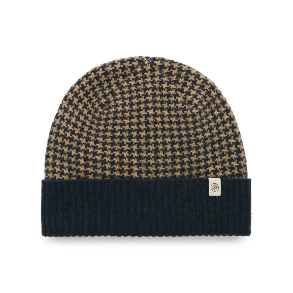 houndstooth-knitted-beanie
